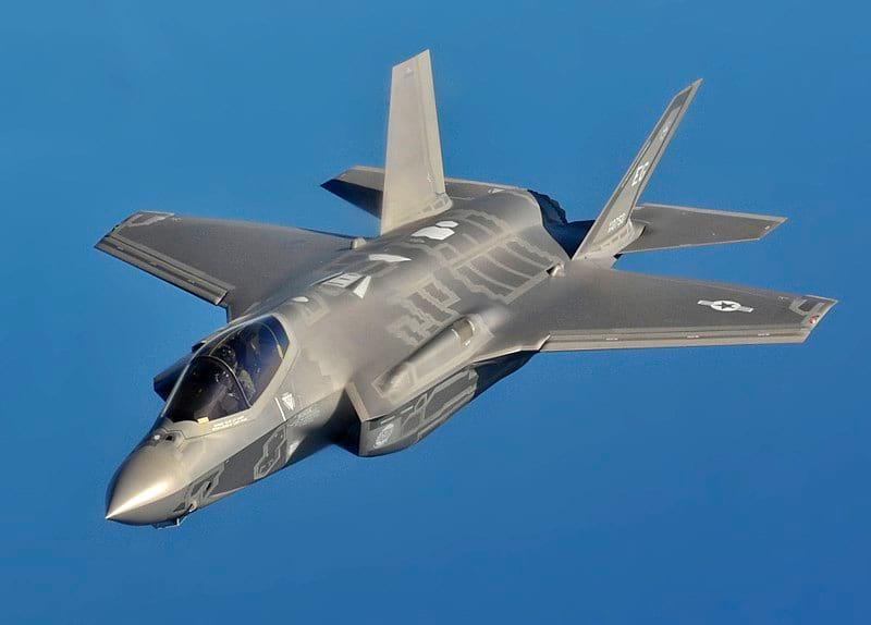 Истребитель-бомбардировщик-F-35A фото
