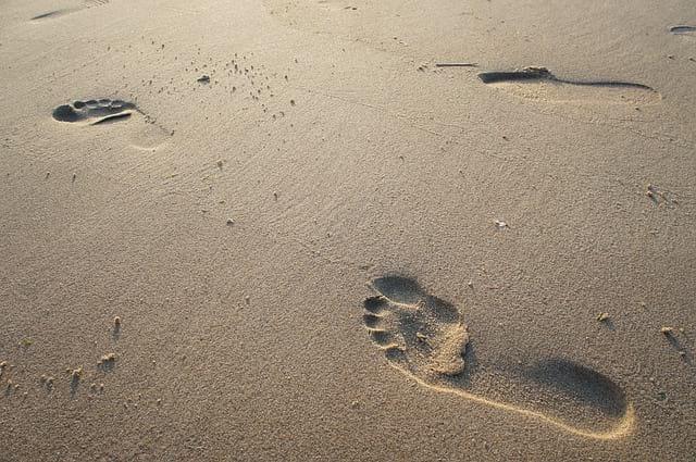 Otpechatki stop na peske