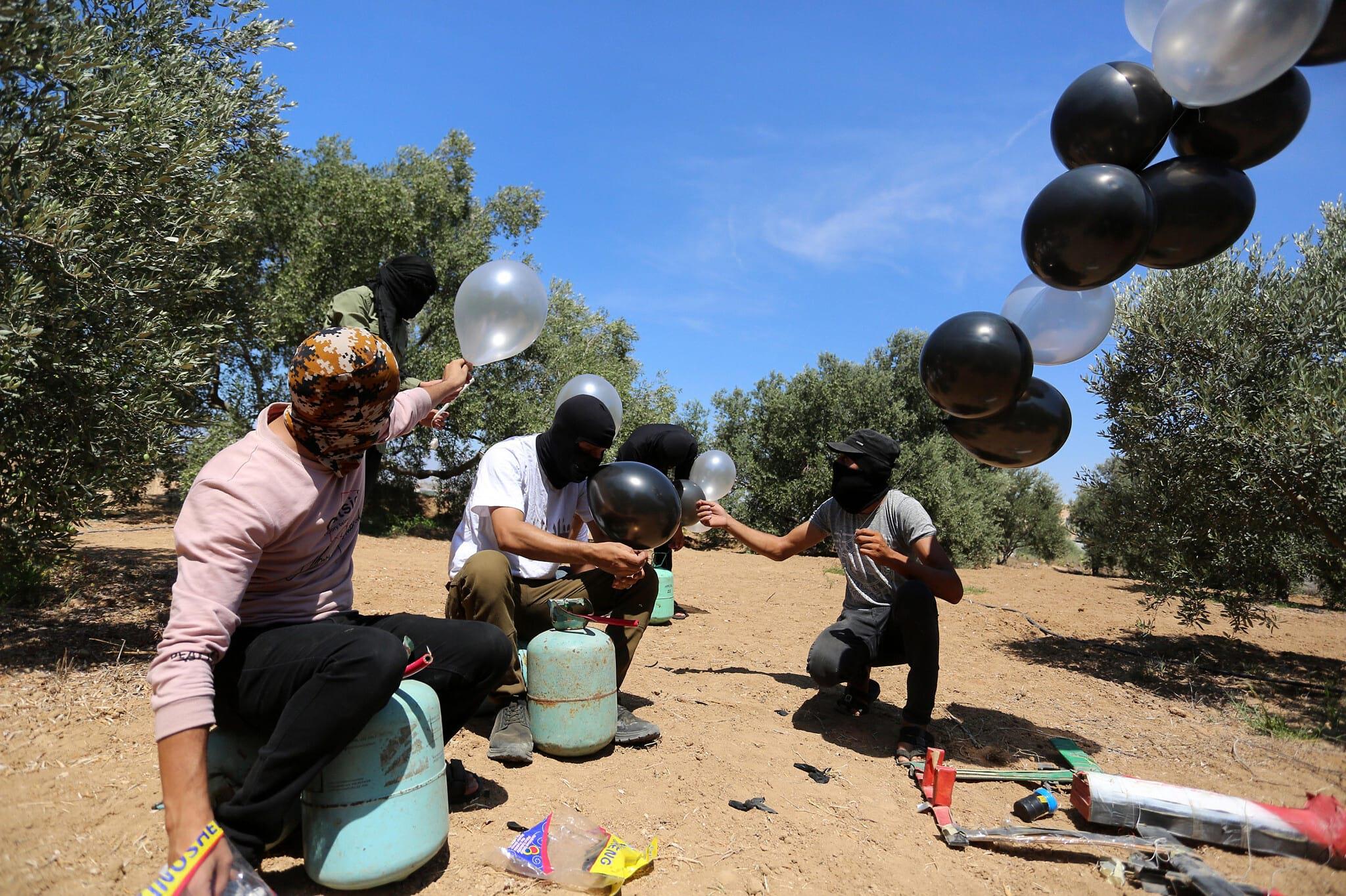 палестинцы шары с взрывчаткой израиль фото