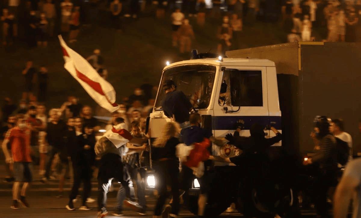 протесты минск беларусь фото