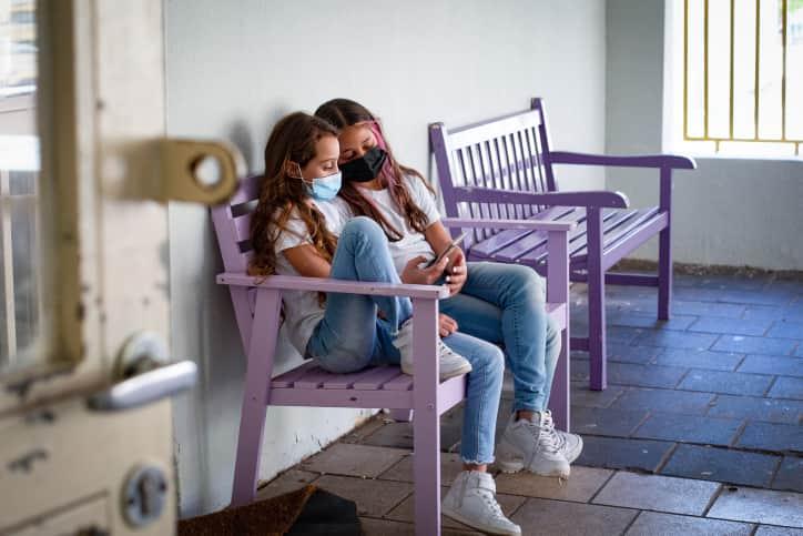 Школы в Израиле ученицы сидят в масках фото