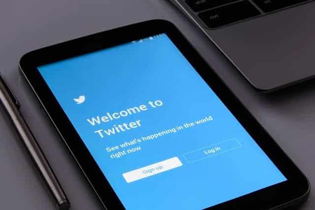 Twitter на планшете фото