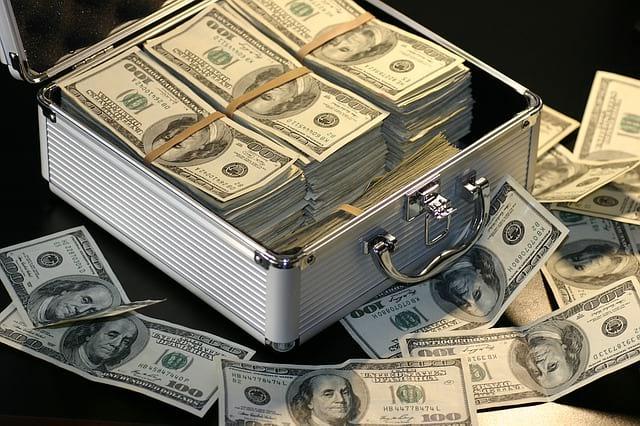 доллары в кейсе пачками фото