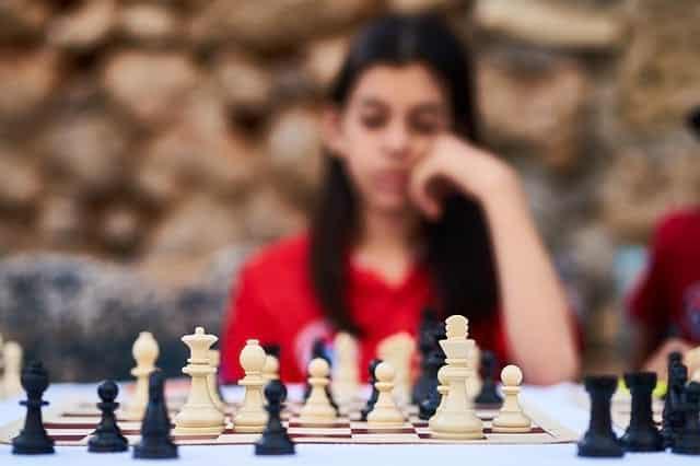 девушка шахматы интеллект картинка