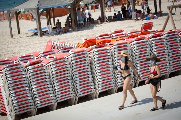 Izrailtyane na plyazhe v Tel Avive 1