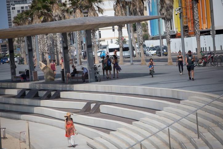 Izrailtyane na plyazhe v Tel Avive 4