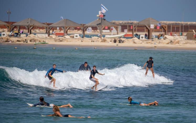 Тель-Авив пляж водные развлечения фото