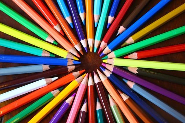 Цветные карандаши фото