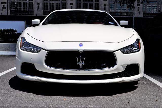 автомобиль Maserati спереди фото
