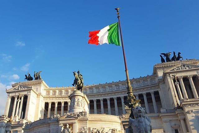 Итальянский флаг фото