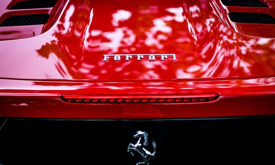 Машина Ferrari фото