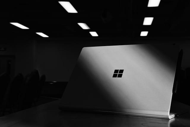 Ноутбук Microsoft картинка
