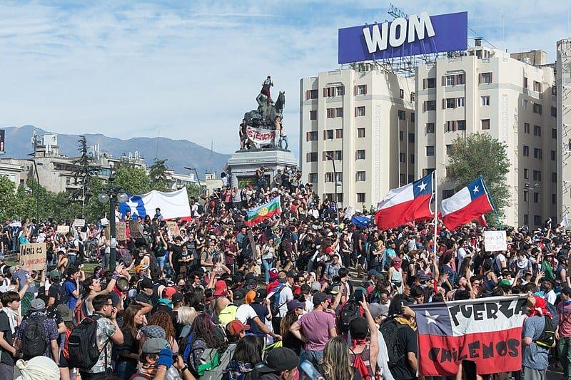 протесты в чили фото