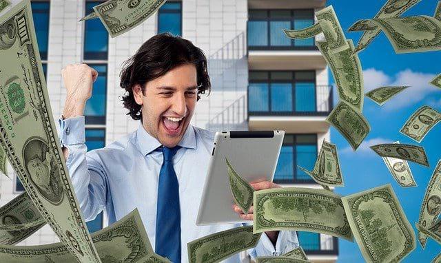 мужчина деньги радость фото