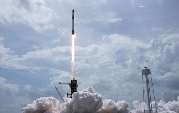 Запуск ракеты Falcon 9 фото