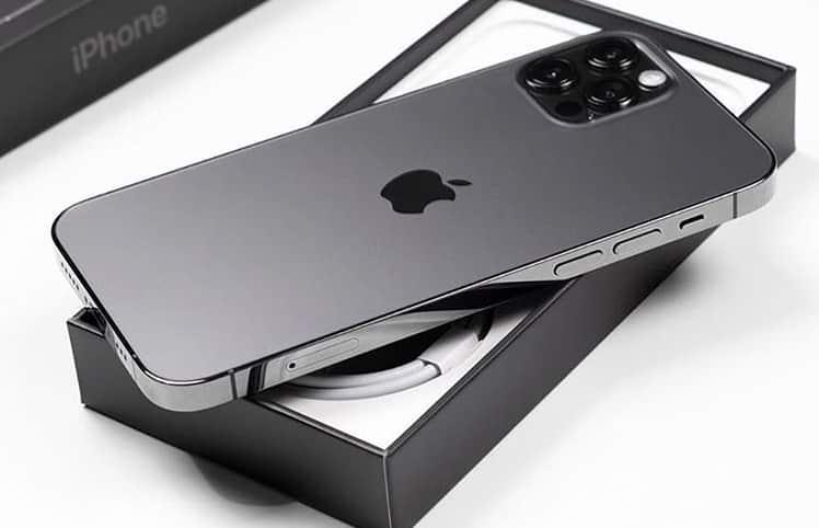 iPhone 12 смартфон фото