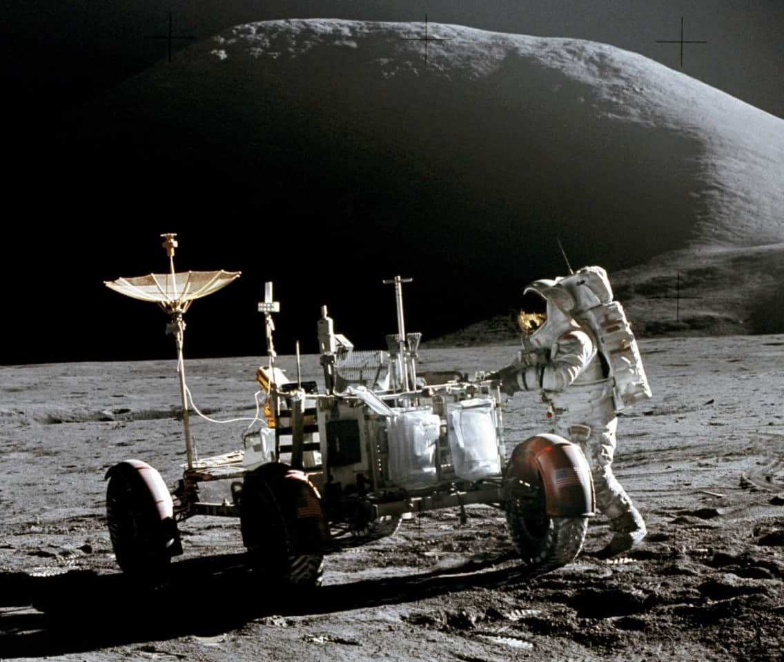 человек на луне фото