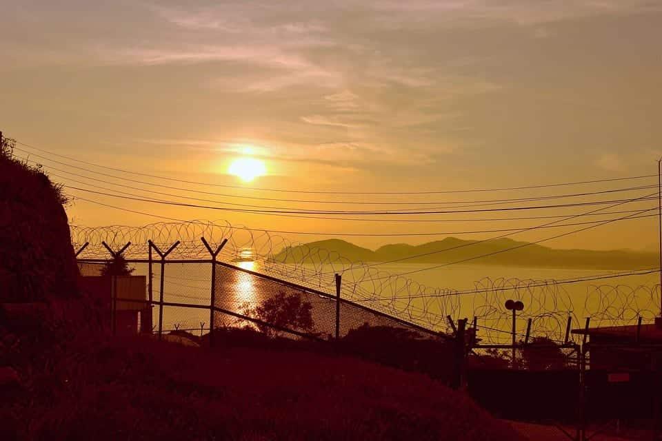 Граница Северной и Южной Кореи фото