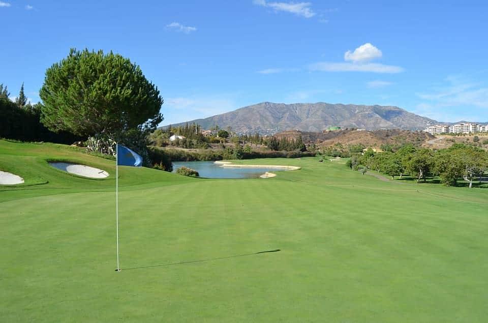 поле для гольфа испания фото