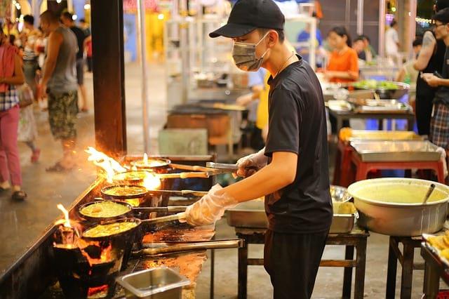 Приготовление еды на улице фото