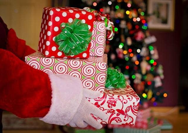 Санта Клаус подарок картинка