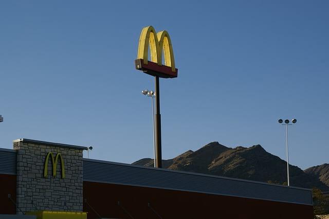 В США курьер застрелил работника McDonald's