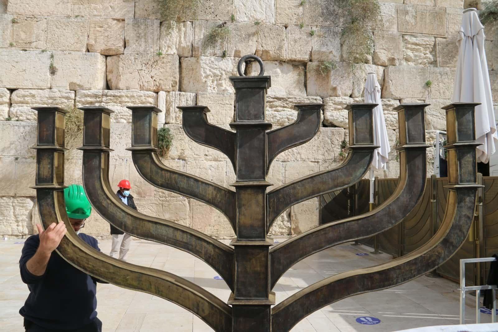 Ханукия в Иерусалиме фото