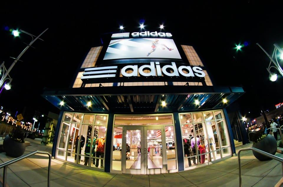 Магазин Adidas фото