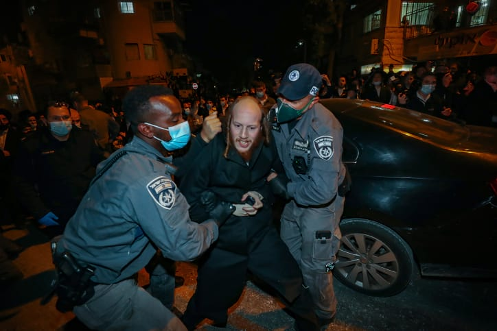 Протестующие харедим устроили беспорядки в мэрии Иерусалима