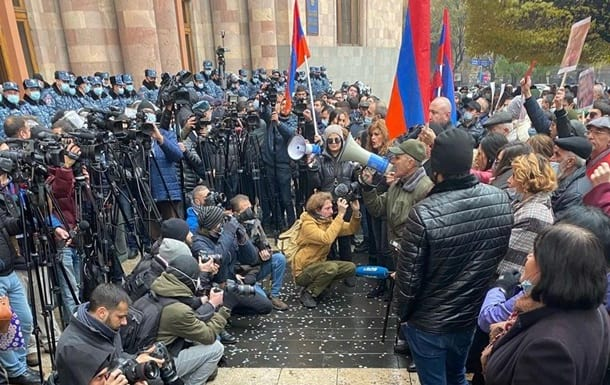 протесты в ереване фото