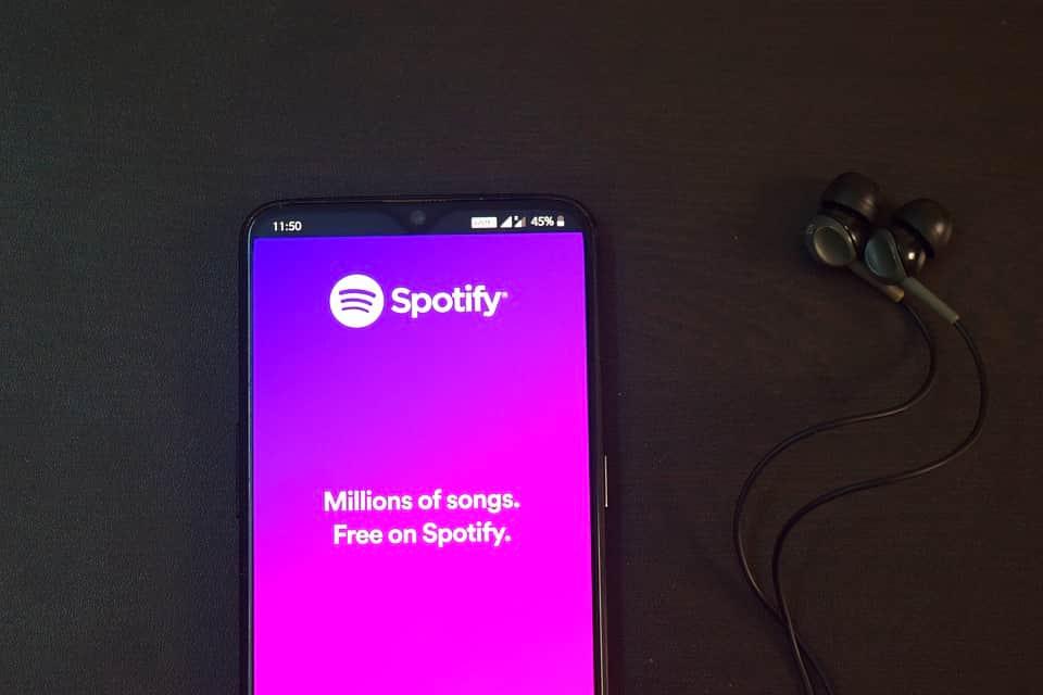 Spotify на телефоне фото