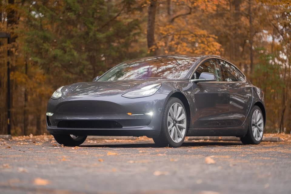 Tesla автомобиль фото