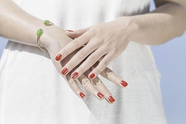 Стало известно, как ногти могут указать на высокий уровень холестерина
