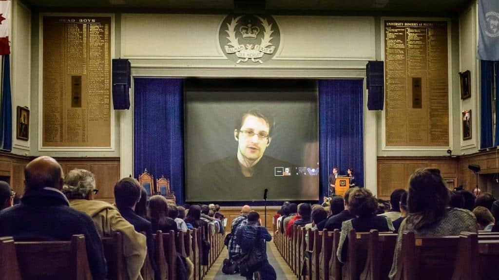 выступление Сноудена фото