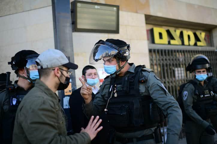 Протесты харедим в Бней-Браке фото