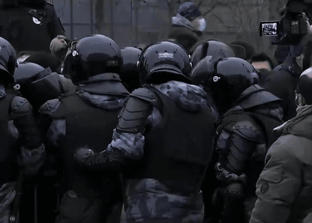 Протесты в поддержку Навального: в Петербурге силовики задержали более 160 человек