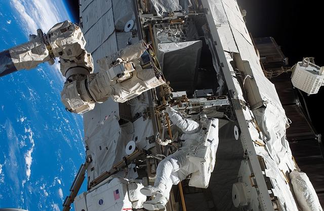 Космос астронавты