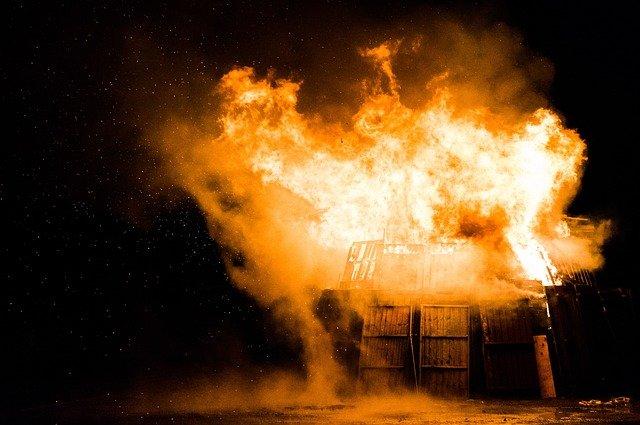 взрыв пожар огонь