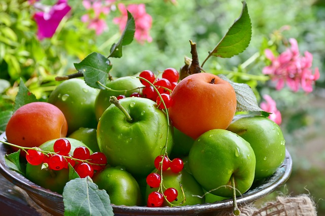 Абрикосы, яблоки