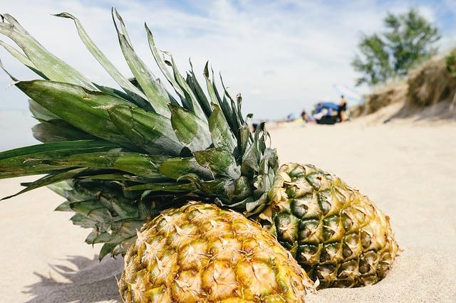 Ананасы, пляж, фрукты