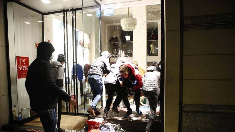 Беспорядки в Барселоне фото