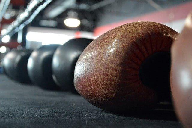 Боксерские перчатки бокс ринг фото