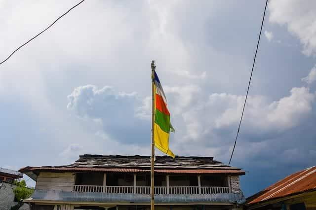 Непал флаги буддистский храм фото