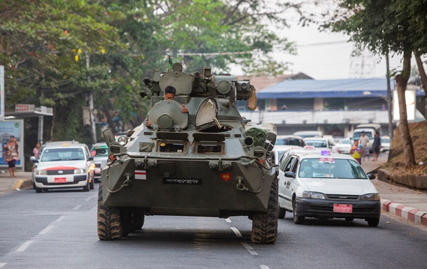 протесты в мьянме фото
