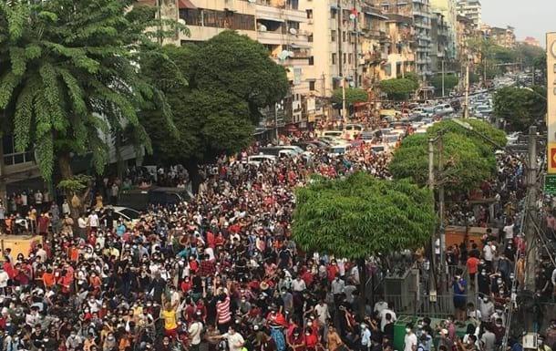 протесты мьянма фото