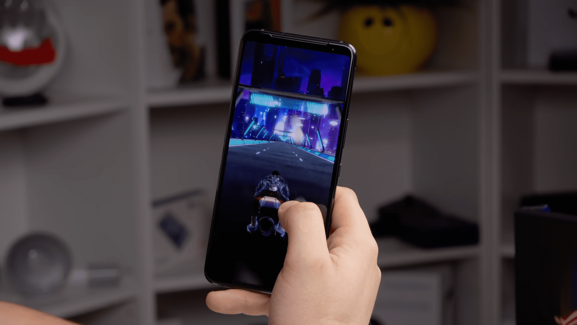 Игровой смартфон Asus: компания обещает установить 18 ГБ оперативной памяти