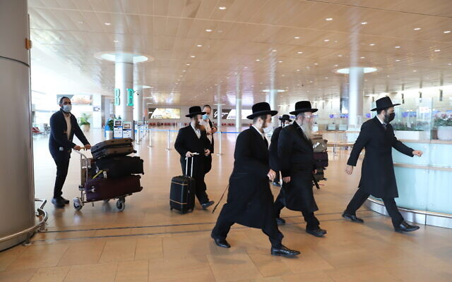 Ультраортодоксы в аэропорту им. Бен-Гуриона фото