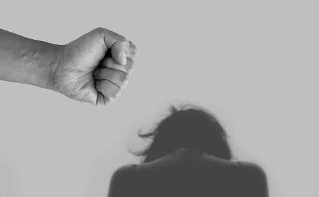 Насилие домогательства