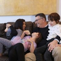Гидеон Саар с семьей фото