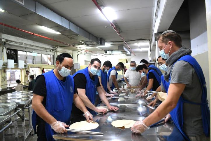 Израиль готовится праздновать Песах фото